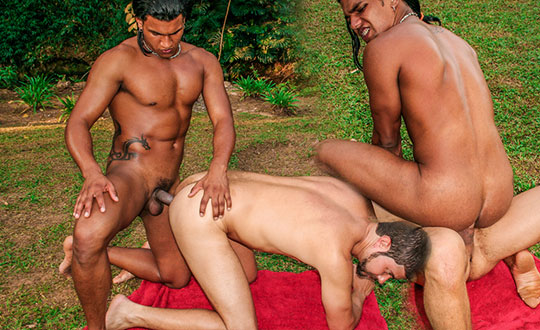 Sweet Outdoor Latino Love